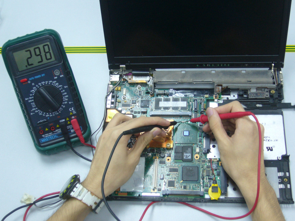 Fixit Technician Performing Laptop Repair